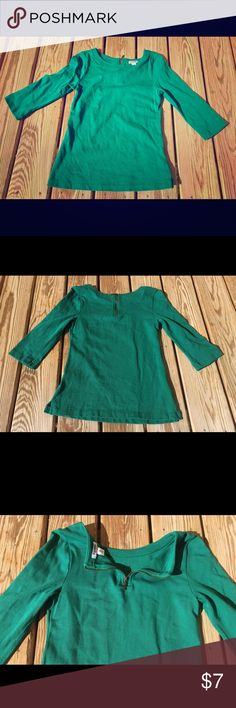 Old Navy knit blouse,green, zipper,3/4 sleeve Old navy knit blouse is size extra small and preowned, with no picks or stains.  Blouse is green, knit, and has a crew neckline. It has 3/4 sleeves and a decorative zipper in the back. Blouse has minimal wear.  Seller is a non smoker. Old Navy Tops Blouses