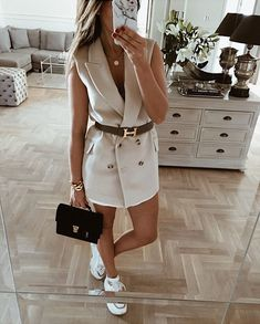 LILI vest looks especially cool worn over more feminine pieces like a flowy Prato shorts! Blazer Dress, Classy Outfits, Chic Outfits, Fashion Outfits, Dress Outfits, Casual Chic, Only Fashion, Womens Fashion, Street Style