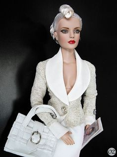 Classic Elegance Sydney Chase (2007)    outfit :Dinner With Regina jacket (2002), Regina Returns skirt (2008), Jet Set Jaunt bag (2003), Mover & Shaker earring (2002)