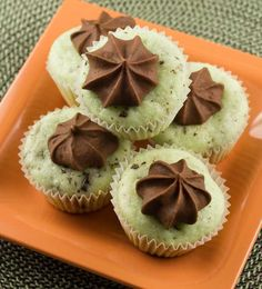 Gluten Free Mint Chip Cupcakes I have a gluten free alergey  so it looks so good