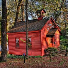 Little Red School House- I dream of a coop or educational community center in one of these darlings. So real and aesthetically wholesome compared to the cinder block warehouses that contain our local schools today. Country School, Country Life, Country Stores, Country Charm, Southern Charm, Old School House, School Days, School Leadership, Old Churches