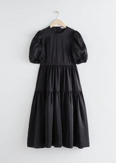 Casual Dresses, Fashion Dresses, Summer Dresses, Midi Dresses, Tiered Dress, Black Midi Dress, Skirt Outfits, The Dress, Designer Dresses