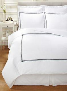 47% OFF Garnier-Thiebaut Nice Hotel Style Duvet Set (White/Black)