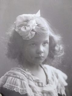 Antique Old Photo Beautiful Little Girl Pouting w Pretty Hair Bow c1900
