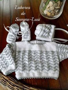 Os presento otro conjunto para mi nieta Paula.Talla primera postura MATERIALES - Lana bebé - Algodón egipcio nº 5 - Agujas 2... Baby Sweater Knitting Pattern, Baby Knitting, Knitting Designs, Knitting Patterns Free, Baby Girl Dresses, Baby Dress, Scandinavian Pattern, Bebe Baby, Crochet Baby Clothes