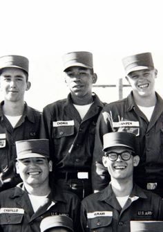 Private James (Jimi) Hendrix (centre, back) of the airborne. April, On June Captain Gilbert Batchman granted Hendrix an honorable discharge on the basis of unsuitability Jimi Hendrix Experience, Woodstock, Jimi Hendricks, Historia Do Rock, Fort Campbell, Blues, Ile De Wight, Cultura Pop, Rare Photos