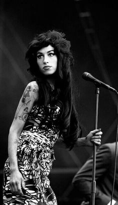 ... Amy Winehouse may never sing again after damaging her voice. | Amy  Amy Winehouse