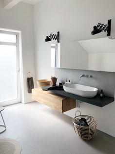 Simple und pur! | SoLebIch.de Foto: simplylifeandme #solebich #Badezimmer #ideen #fliesen #dekoration #kleines #aufbewahrung #waschtisch #modernes #renovieren #einrichten #farbe #stauraum #bathroom #interior #interiorideas