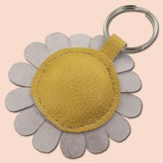 White daisy flower leather keychain by snis on Etsy