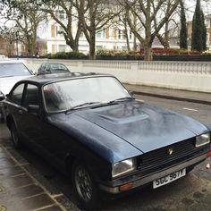 Anyone a clue what kind of car this is? ...also seen golden Porsche as well as golden (!) Rolls Royce   #wondering #seenonmyrun #seenonthestreet #london #easter #running #carporn #laufen #neverseenbefore #oldie #läuftbeidir #runnerslife #streetlife #picoftheday #photooftheday #iloverunning #irun #streetrunning #rich #läufer #luxurycar