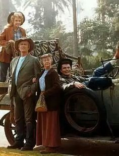 The Beverly Hillbillies, Donna Douglas as Elly May, Buddy Ebsen as Jed Clampett, Irene Ryan as Granny and Max Baer Jr. as Jethro Bodine, 1962 - Buddy Ebsen, 1960s Tv Shows, The Beverly Hillbillies, Childhood Tv Shows, Vintage Television, Old Shows, Comedy Tv, Tv Land, Great Tv Shows