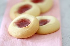 Thermomix Jam Drops - The easiest and yummiest Jam Drops recipe you'll ever make! Fill with your favourite jam for an extra delicious treat or the perfect lunchbox filler! Lunch Box Recipes, Jam Recipes, Sweet Recipes, Baking Recipes, Cookie Recipes, Dessert Recipes, Snack Recipes, Party Recipes, Cooking