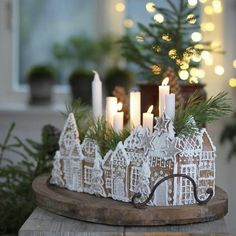 Friday I'm in love 😍 #christmas #christmasdecorations #christmasdecor #christmastree #christmaslights #gingerbread #gingerbreadhouse…