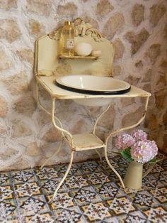 MiniEden: dollhouse sink using welding wire