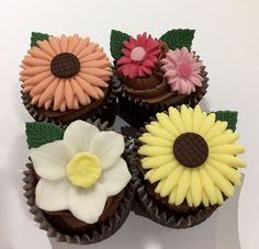 10 x edible icing summer flower cupcake toppers cake decorations - sunflower, daisies, daffodil on EBay £16.95