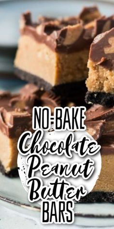 If you love chocolate and peanut butter you will adore these chocolate peanut butter bars with a crushed Oreos base layer and topped with chopped Reeses peanut butter cups. They are a peanut butter and chocolate lover's dream. Easy No Bake Desserts, Köstliche Desserts, Chocolate Desserts, Delicious Desserts, Dessert Recipes, Chocolate Lovers, Peanut Butter Chocolate Bars, Peanut Butter Desserts, Pavlova