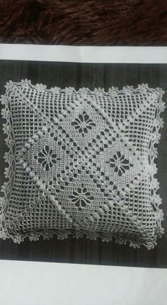 Crochet Lace Edging, Crochet Borders, Crochet Doilies, Hand Crochet, Crochet Stitches, Beading Patterns Free, Knitting Patterns, Crochet Patterns, Crochet Cushion Cover