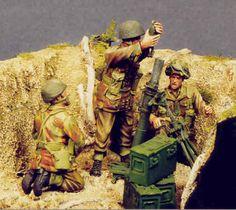 Maquette Resicast 35.5509 4 airborne figures & 1 mortar