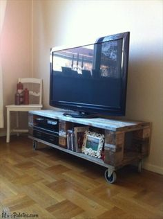 Móvel para a TV feito com paletes de madeira  Veja mais: http://wp.me/p48t1A-pB  #pallets #palletfurniture #ecofriendly