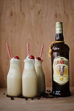 Amarula Coffee Milkshake: Amarula, espresso vodka, and coffee ice cream Liquor Drinks, Cocktail Drinks, Alcoholic Beverages, Cocktail Recipes, Mini Desserts, Amarula Drink, Alcoholic Milkshake, Milkshakes, Espresso Vodka