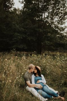 Fall Maternity Pictures, Maternity Photo Outfits, Couple Pregnancy Photoshoot, Couple Maternity Poses, Maternity Session, Maternity Photography Outdoors, Pregnant Couple, Partner, Flow