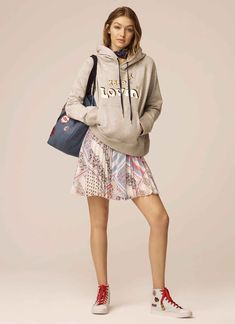 Every Look From Tommy Hilfiger x Gigi Hadid Spring 2017 Collection - theFashionSpot Gigi Hadid Looks, Style Gigi Hadid, Vestido Tommy Hilfiger, Gigi Hadid Tommy Hilfiger, Estilo Jeans, Mode Jeans, Venice Beach, Trends, Fit Flare Dress