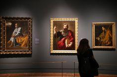 Ambos pintores nacieron en Sevilla con menos de una generación de diferencia, Velázquez en 1599 y Murillo en 1617 y en ese ambiente se formaron como artistas. De izquierda a derecha: 'Las lágrimas de San Pedro' de Velázquez, 'Santiago Apósto'l de Murillo y 'Santo Tomás' de Velázquez.