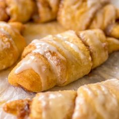 Cinnamon roll crescents are pretty famous. Check out how easy it is to prepare. You'll Need (for the crescents): 2 cans of refrigerated crescent rolls. 1 softened stick of Crescent Rolls, Crescent Roll Recipes, Cresent Rolls Breakfast, Pillsbury Crescent Recipes, Crescent Ring, Crescent Dough, Breakfast Items, Breakfast Dishes, Breakfast Recipes