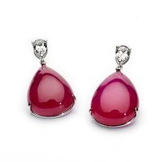 Pendientes en forma de gota de rubíes con diamantes talla brillante, de Rabat.