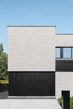 Private Residence in Aalst, Belgium by Architecten Hofmans Brick Architecture, Garden Architecture, Residential Architecture, Small House Exteriors, Small Buildings, House Elevation, Prefab, Minimalist Home, Cladding