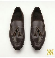 #Styletips For the Monday evening soiree wear a pair of brown leather loafers instead of your sneakers, and BOOM the look, as it will make you look sharper.