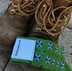 A great match of boots and socks  to start the week,| Doormind socks mod.Pixel Diamond green eyes