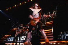 The Forum Inglewood, CA August 1977 Photo Neil Zlozower Kiss Pictures, Love Gun, Kiss Band, Hot Band, Ace Frehley, Fake Photo, French Kiss, Fun Shots, My Favorite Music