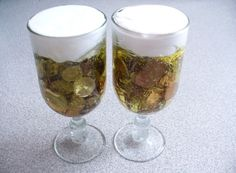 money gift idea for beer lovers. Take a wine or beer glass, put yellow hair gel in it. Drop the coins in the gel and put shaving cream on top Diy Presents, Diy Gifts, Handmade Gifts, Gifts For Boyfriend Long Distance, Abraham And Sarah, Prank Gifts, Original Gifts, Present Gift, Gift Packaging