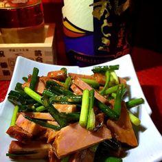 ストックしてあった焼豚とネギを特製タレと和えて ごま油の香りと豆板醤の辛味が効いて酒が進む❗️  朝呑みスマン カンパーイ - 116件のもぐもぐ - 焼豚ネギサラダ by kedent17