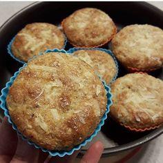 Mini pãezinhos #lowcarb de farinha de castanha do Pará & Parmesão . Receita By: @faridacortez Ingredientes: . 3 ovos 3 col de sopa de creme de leite (de preferência fresco) ou creme  de queijo ou requeijão  50g de queijo parmesão  1 xícara de farinha de oleaginosa (amêndoas, castanha de caju ou do Pará, macadâmia, avelãs, pistache ou nozes) ou de farinha de amendoim - 1 col de sobremesa rasa de Psyllium (uma fibra solúvel vendida em casa de produtos naturais, ajuda a dar fofura, mas pode…