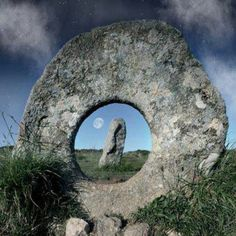 The Mên-an-Tol, (the hole stone) Cornwall, United Kingdom. Also known as the Crick Stone for it heals a crick in the back. This Bronze Age monument has been standing in West Cornwall for nearly 4500 years Land Art, Wonders Of The World, Places To See, Beautiful Places, Scenery, Around The Worlds, Cornwall England, West Cornwall, Penzance Cornwall