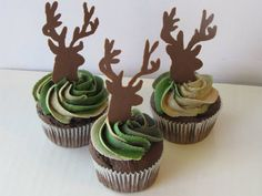 Camo and Deer Cupcakes - no recipe included but I like to idea to make for my son-in-law. Apparently they are Triple Chocolate Fudge cupcakes with Chocolate and Vanilla Swirl Icing. Deer are chocolate. Hunting Cupcakes, Camo Cupcakes, Birthday Cupcakes, Cupcake Cookies, Pink Camo Cakes, Camo Birthday Party, Birthday Parties, Camo Party, Hunting Birthday Cakes