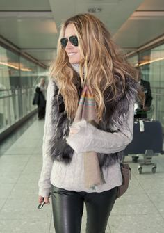 Elle MacPherson Photos Photos: Elle Macpherson Touches Down In London Elle Macpherson, Ski Fashion, Winter Fashion, Womens Fashion, Fashion Tips, Boho Chic, Casual Chic, Estilo Boho, Winter Outfits