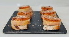 Canapés de foie mi-cuit y gelatina de moscatel - http://www.bezzia.com/canapes-de-foie-mi-cuit-y-gelatina-de-moscatel/