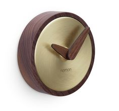 A light circle standing in the space creatively defines what an essential clock for Nomon is. Large Wood Clock, Wood Clocks, Diy Clock, Clock Wall, Brown Clocks, Kitchen Clocks, Modern Clock, Wood Home Decor, Stool