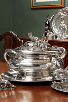 Exquisite silver tureen detailed with fox, acorns & oak leaves. Silver Spoons, Silver Plate, Silver Trays, Vintage Silver, Antique Silver, Acorn And Oak, Dinnerware, Tea Pots, Crystals