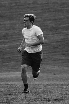 Josh Hutcherson playing soccer in Piedmont Park Josh Hutcherson, Jennifer Lawrence, Jennifer Aniston, Josh And Jennifer, Hunger Games Cast, Catching Fire, Mockingjay, Adam Sandler, Beautiful Boys