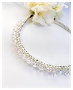 Στέφανα και αξεσουάρ για το γάμο σας από το Lemonanthos Bridal. Δείτε περισσότερα στο Gamos Portal.