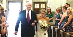 Noiva é levada ao altar por homem que recebeu o coração do pai dela 10 anos atrás