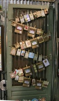 diy card display ,upcycled door * for artwork from kids, birthday cards, christmas cards....