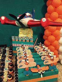 Claudia Lemos's Birthday / Airplane party - Photo Gallery at Catch My Party Birthday Party Treats, Cars Birthday Parties, Birthday Favors, Boy Birthday, Party Favors, Disney Planes Party, Disney Planes Birthday, Planes Cake, Airplane Party