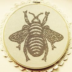The Bee ...Beautiful cross stitch pattern!