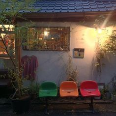 .@redbean_carassius | #의자 #커피 #커피방앗간 #등불 #따뜻 #coffee #정독도서관 #삼청동 #인사동 | Webstagram