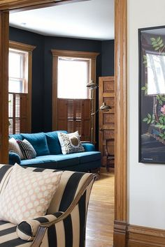 super ideas for farmhouse living room paint colors with wood trim Room Paint Colors, Paint Colors For Living Room, My Living Room, Stain Colors, Wall Colors, Small Living, Stained Wood Trim, Oak Wood Trim, Wood Stain